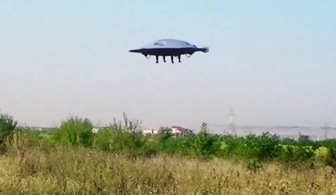 Sieht wie ein UFO aus, oder? (Foto: ADIFO / Screenshot)