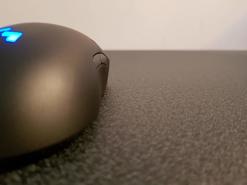Logitech G Pro Wireless right side button groove