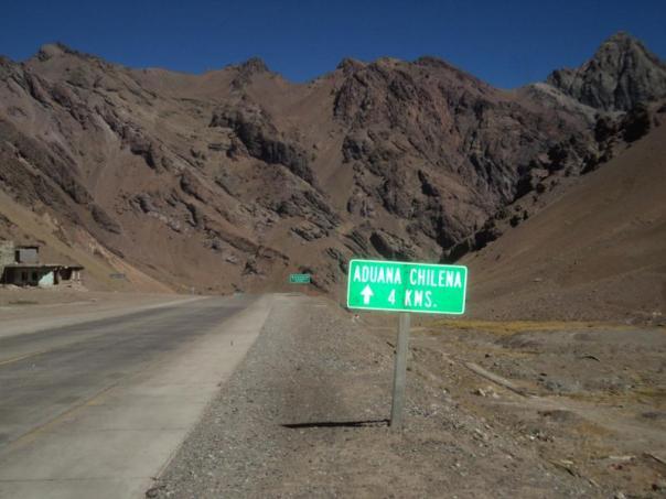 Camino de la frontera chilena .