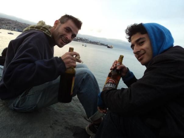Con Arturo , tomando una cerveza .