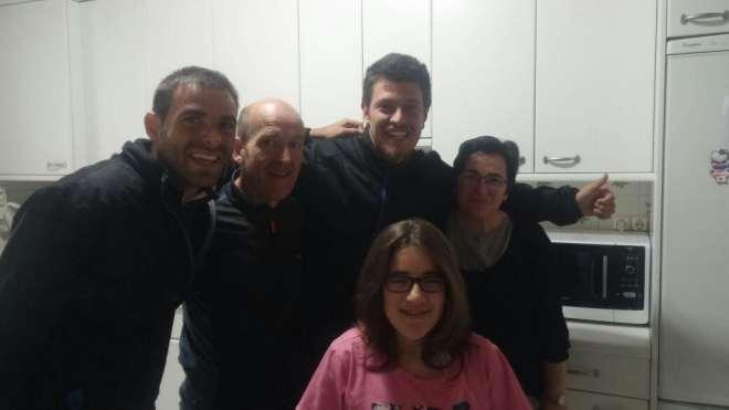 Con la familia de Jon .