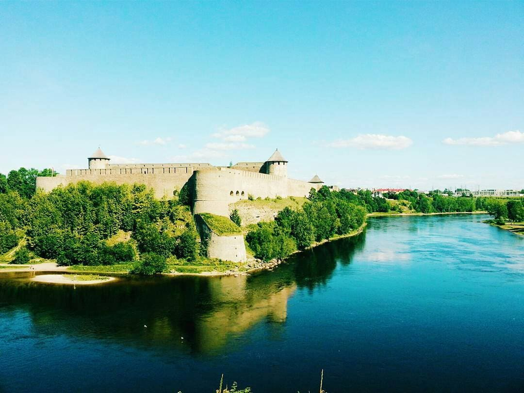 Travel Russia overland from Narva.