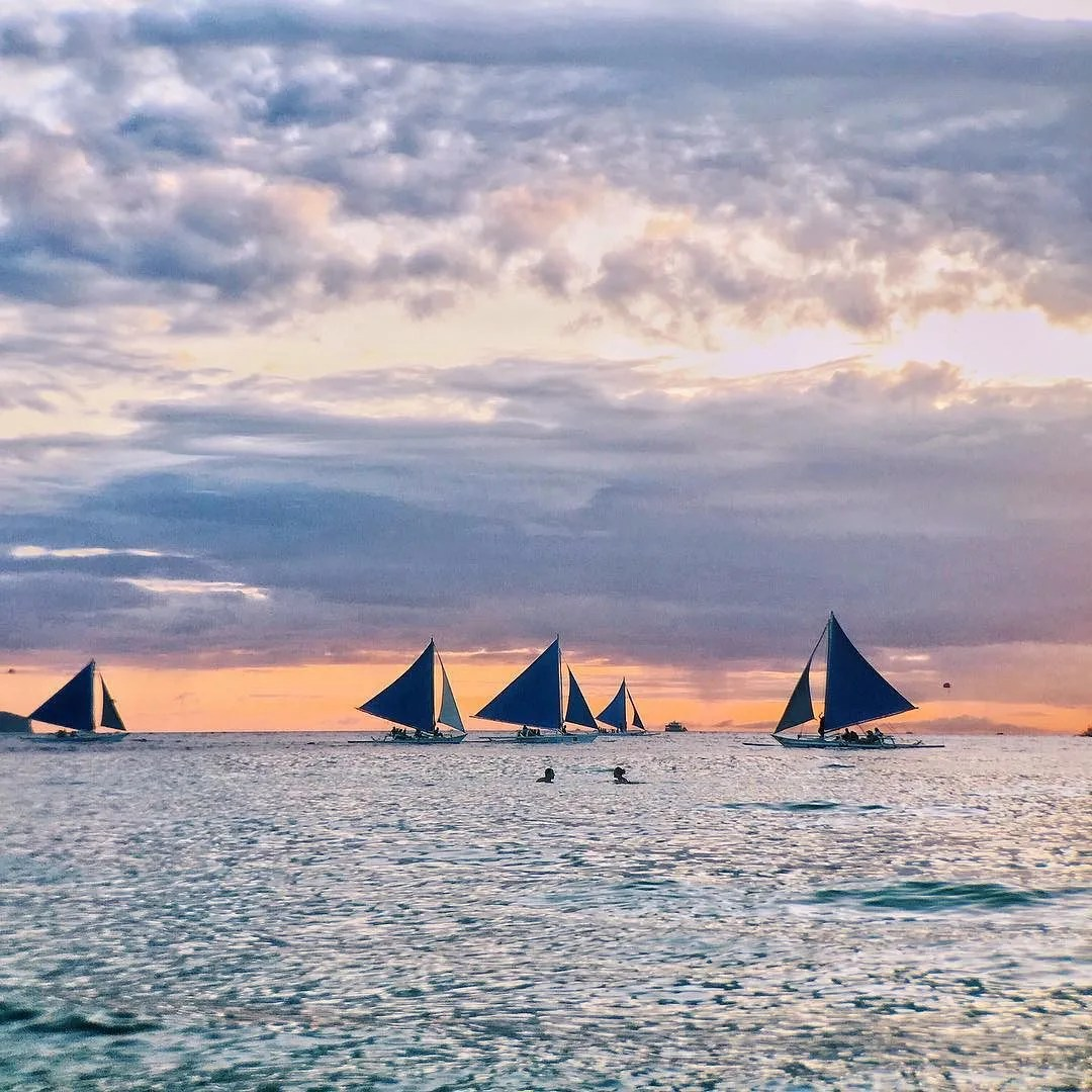 Sailing also in the list things to do in Boracay