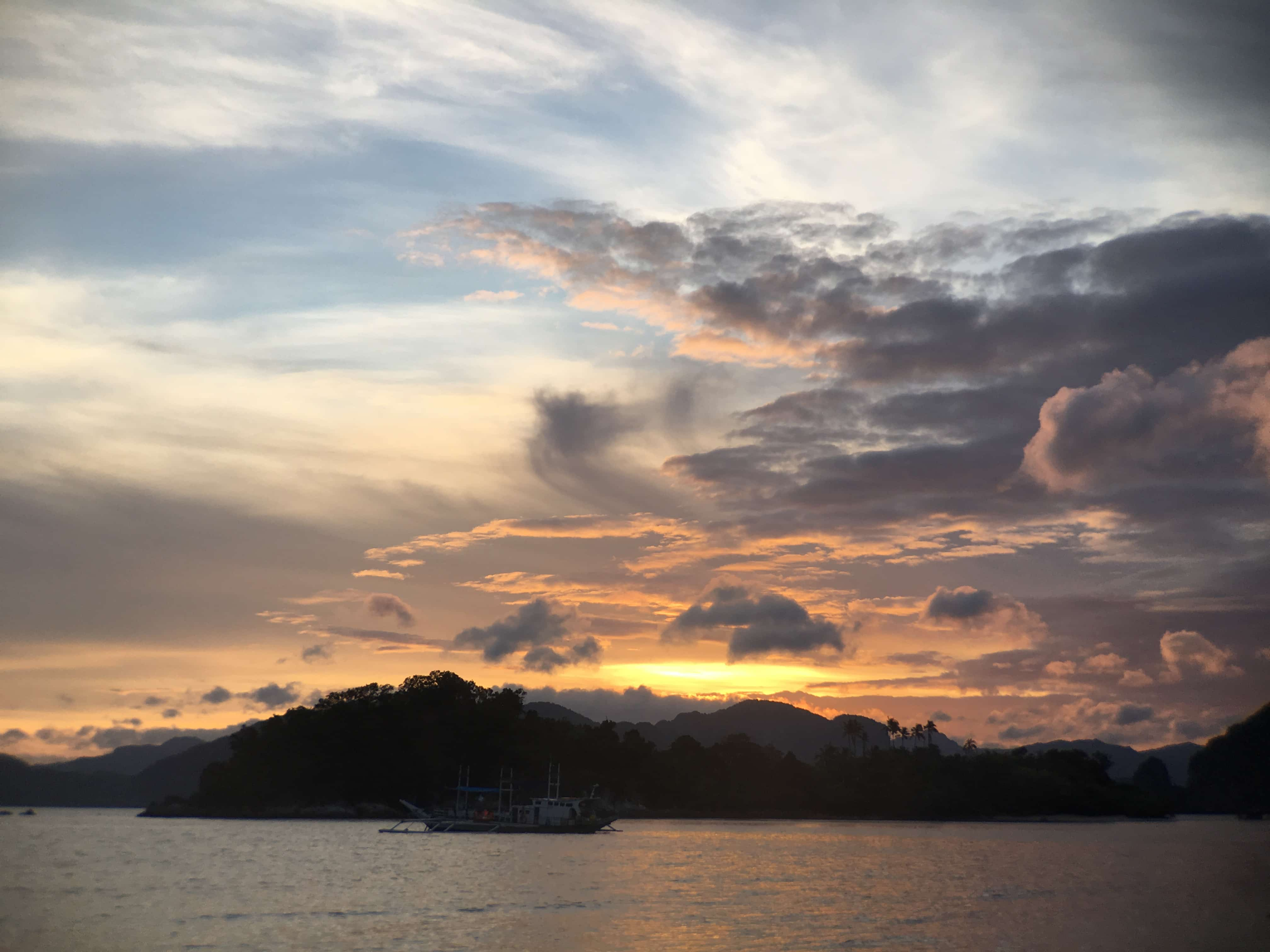 Tours in El Nido: sunrise