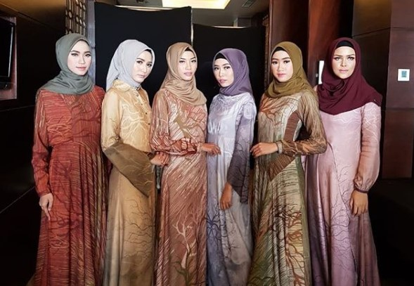 Tips Padu Padan Gamis dan Berbagai Jenis Hijab