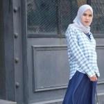 Warna Hijab yang Cocok untuk Baju Muslim Warna Navy