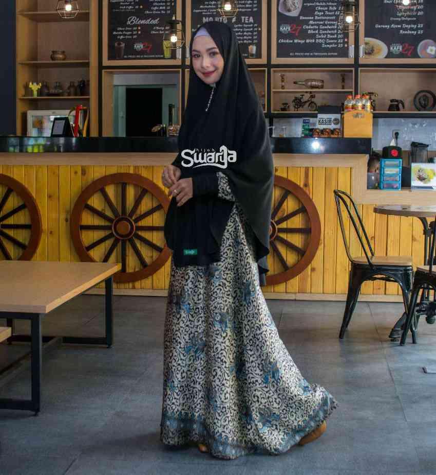 model gamis batik kombinasi kain polos hitam