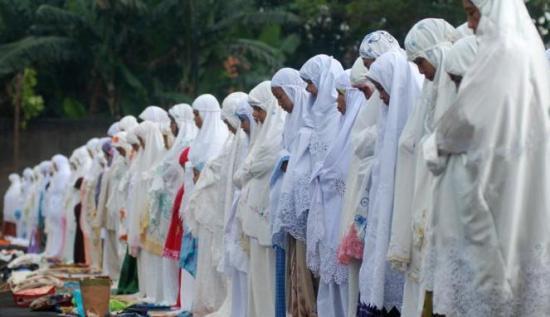 Barisan Wanita dalam Sholat Berjamaah