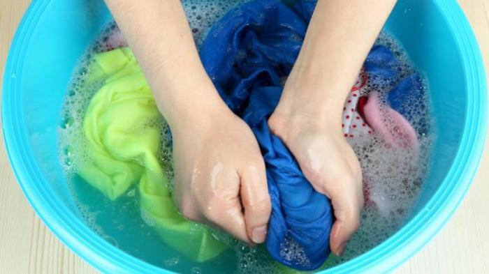 mencuci busana berbahan katun jepang
