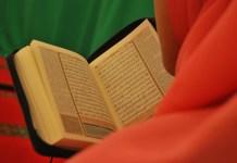 muslimah menghafal Al-Qur'an.