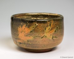 Shino Teabowl with Maple Leaves