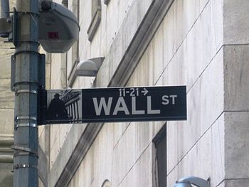 English: Wall Street sign on Wall Street