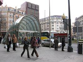 350px-metro_bilbao_moyua