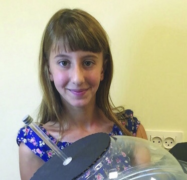 https://www.algemeiner.com/2016/01/21/13-year-old-israeli-girl-develops-satellite-system-for-producing-oxygen-in-space