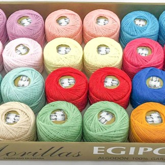 Caja 24 ovillos colores claros de algodón 100% egipcio