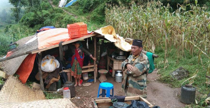 ढोरपाटन पहिरो : विस्थापित भोकै, बटुलिएको राहत कुहिँदै