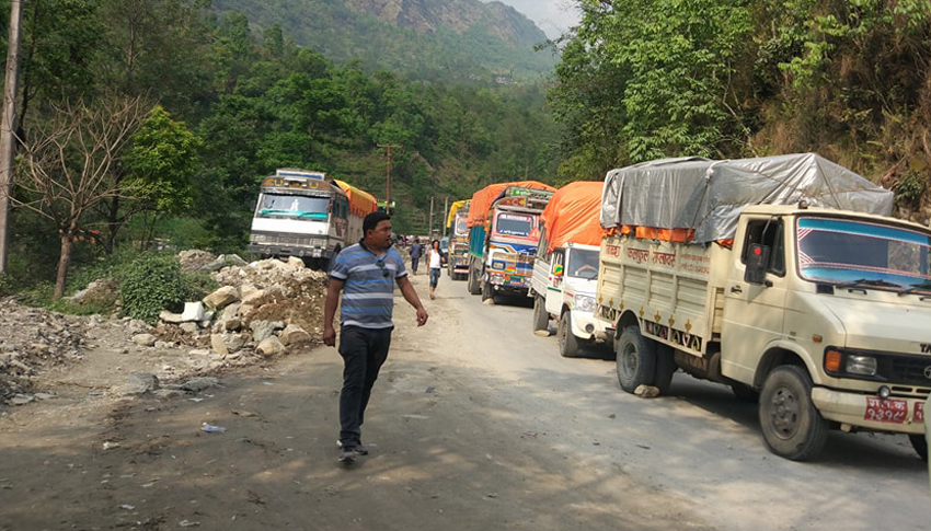 मध्यपहाडी लोकमार्गको पर्वत खण्ड दैनिक साढे तीन घण्टा बन्द हुने