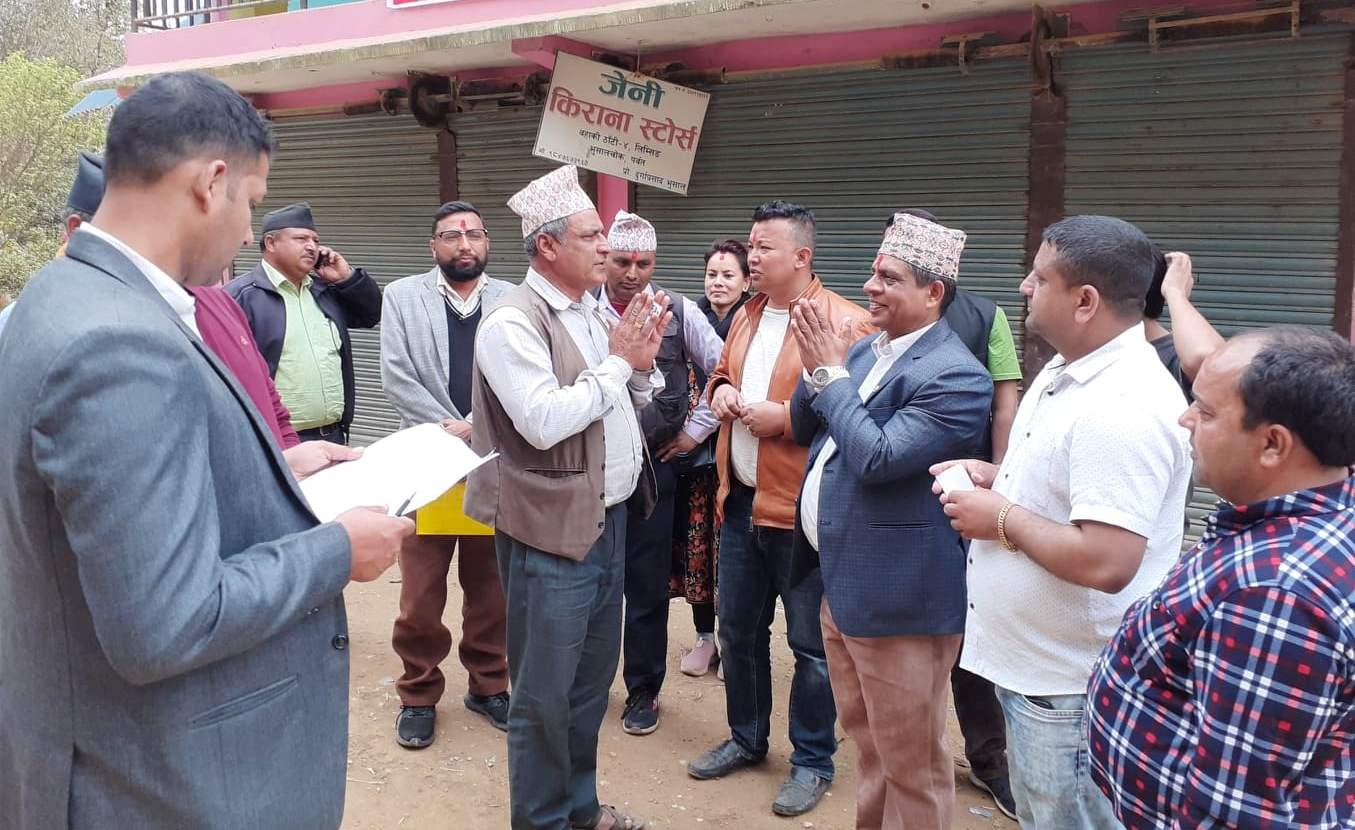 दक्षिणका व्यवसायी खुलेर शिव शर्मा पौडेलको नेतृत्वलाई भोट माग्न थाले, सक्षम र योग्य उम्मेदवार पाएकोमा व्यवसायी खुशी