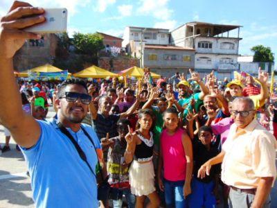 Leo_Self Gandu: Prefeito Léo foi recebido com alegria durante as comemorações ao Dia da Criança