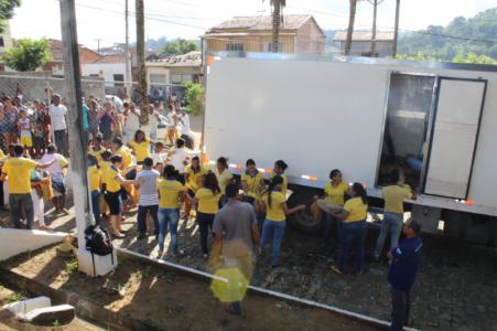 Peixe_05 Prefeito de Gandu resgata tradição e distribui 7 toneladas de peixes na semana santa