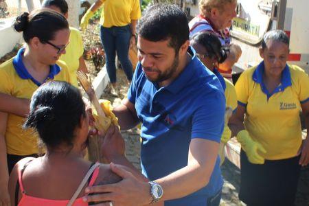 Peixe_13 Prefeito de Gandu resgata tradição e distribui 7 toneladas de peixes na semana santa