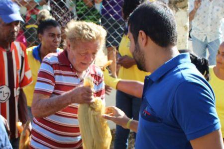 Peixe_14 Prefeito de Gandu resgata tradição e distribui 7 toneladas de peixes na semana santa