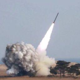 EUA lançam 50 mísseis de cruzeiro contra base aérea na Síria