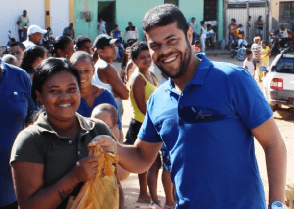 Peixe-12-e1492119147686 Prefeito de Gandu resgata tradição e distribui 7 toneladas de peixes na semana santa