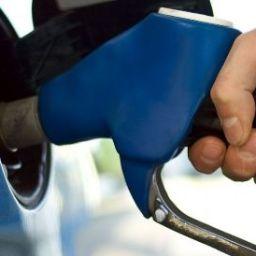 Dia sem imposto terá gasolina a R$ 1,86 e carro com 28% de desconto