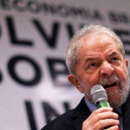 'Aécio e Temer estão provando do veneno que produziram', diz Lula