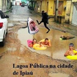 Buraco em rua de Ipiaú vira meme na internet