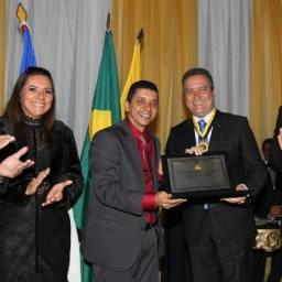 Governador recebe título de cidadão itabunense e autoriza convênio para a construção de teatro em Itabuna