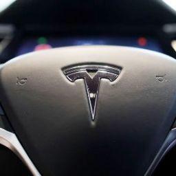 Tesla lança carro elétrico mais barato para tornar modelo rentável