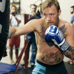 McGregor não descarta revanche com Mayweather: 'Ele gasta muito'