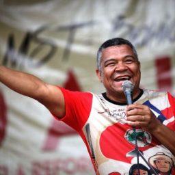 Valmir exalta MST e diz que é preciso disciplina para continuar a luta pela terra no Brasil
