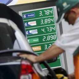 Preço da gasolina nos postos sobe após 6 semanas de queda, diz ANP