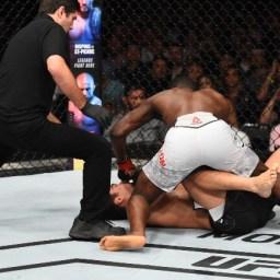 """Com nocaute brutal, Brunson """"apaga"""" Lyoto na luta principal do UFC SP"""