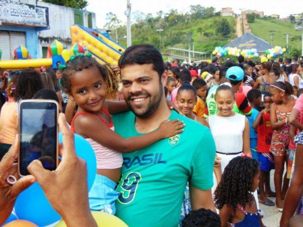 DSC08739-e1507926088925 Gandu: Prefeito Léo foi recebido com alegria durante as comemorações ao Dia da Criança