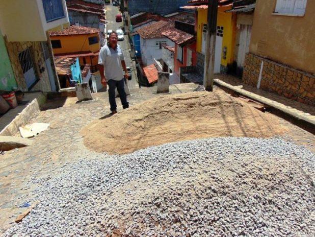 Gil-Calheira1-e1507775348885 Gandu: Prefeitura inicia melhorias na escadaria da Travessa Ana Neri