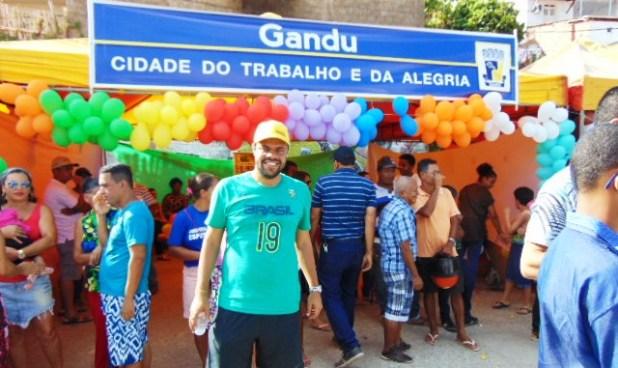 Leo-1 Gandu: Prefeito Léo foi recebido com alegria durante as comemorações ao Dia da Criança