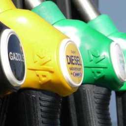 Petrobras anuncia queda de 2,3% no preço da gasolina; diesel tem alta