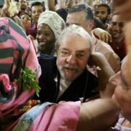 TRF-4 manda soltar Lula ainda neste domingo
