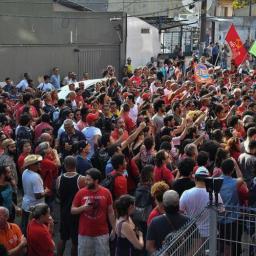 MST adia jornada de ocupações e vai reforçar vigília em apoio a Lula