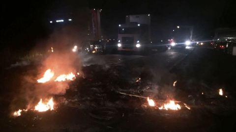 BR 101: Bloqueio na rodovia causa transtorno entre os municípios de Gandu e Wenceslau Guimarães