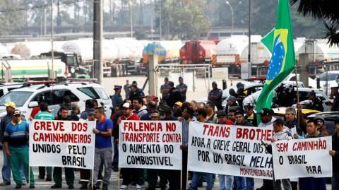 Por WhatsApp, caminhoneiros rejeitam concessões de Temer