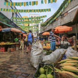 Com chuva e preços mais caros, produtos juninos ainda não conquistaram os clientes