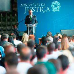 Ministro diz que aumentar pena não resolve problema das drogas