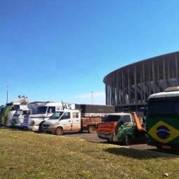 Sem cronograma ou liderança, caminhoneiros se reúnem em Brasília