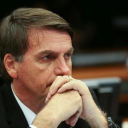 WhatsApp e fuga de debates derrubam Bolsonaro