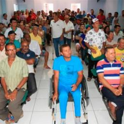Familiares de 94 agricultores recebem títulos de terra em Gentio do Ouro